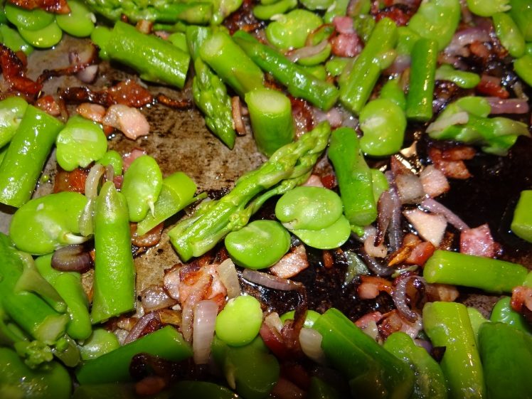 asparagus,broadbean with bacon & red onion